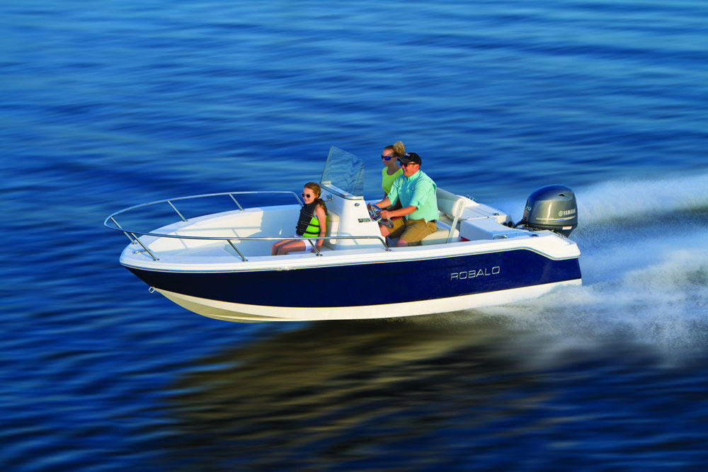 robalo r-160 center console fishing boat